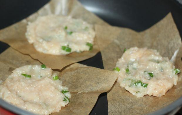 Kotleciki mielone z piersi z ryżem i sałatką