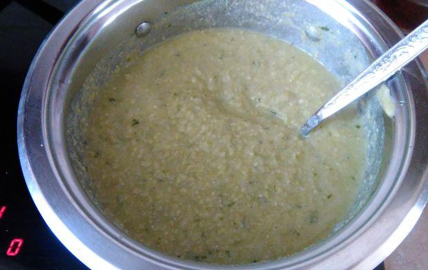 Krem z bobu na cydrze z chrustem ziemniaczanym