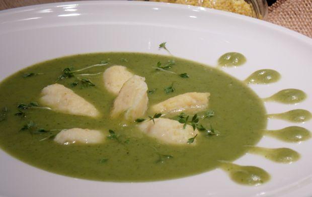 Kremowa zupa brokułowa z jaglanymi kluseczkami