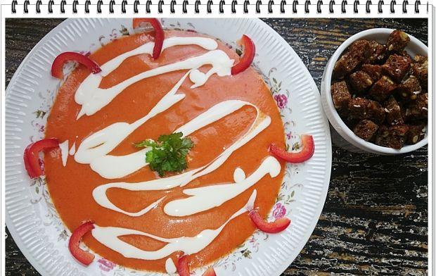 Kremowa zupa Eli z czerwonej papryki i ziemniaków