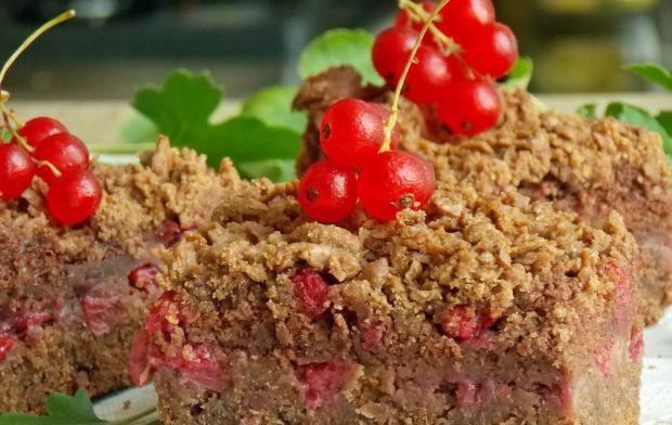 Kruche ciasto z czekoladową pianką i porzeczkami