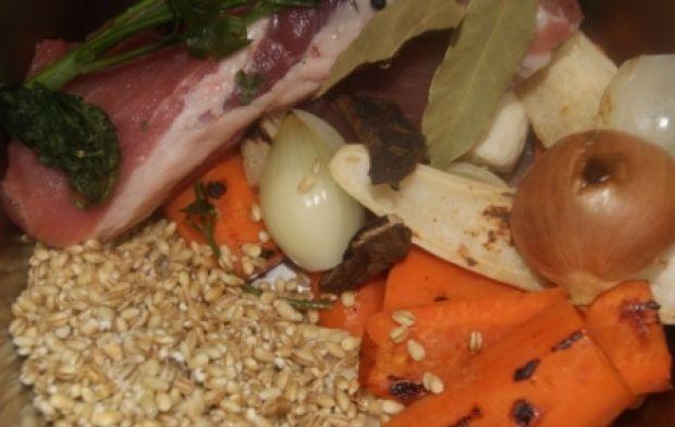 Krupnik  z pęczaku i zarumienionych warzyw