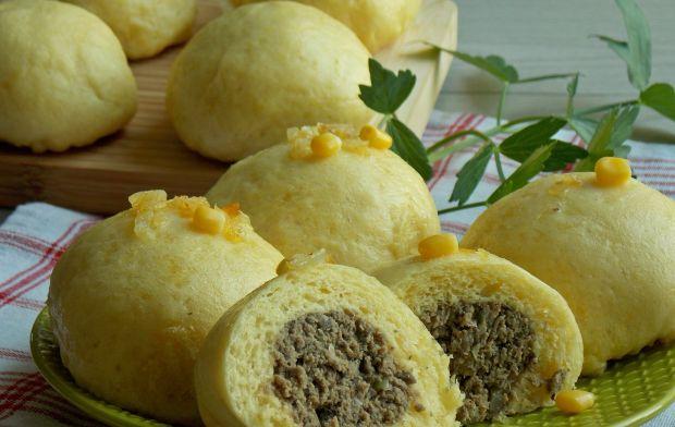 Kukurydziane pampuchy z gotowaną wołowiną
