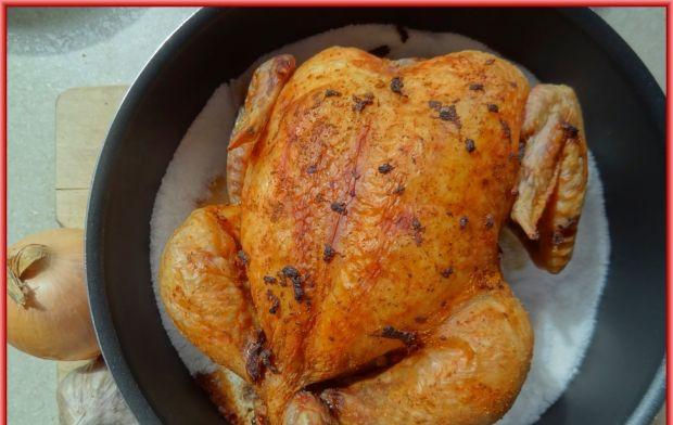 Kurczak paprykowo-czosnkowy pieczony na soli