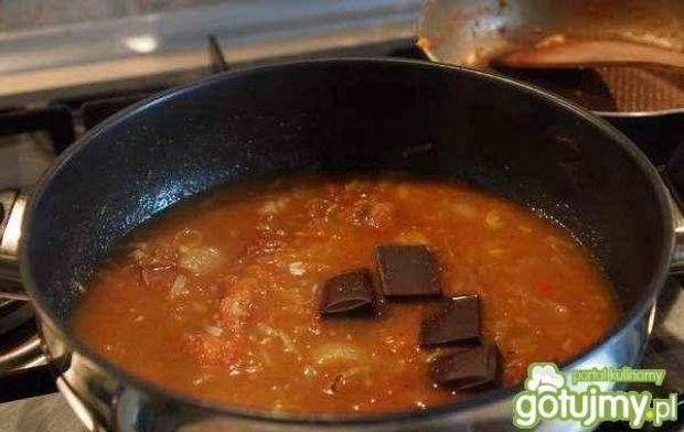 Kurczak pieczony w czekoladowym sosie