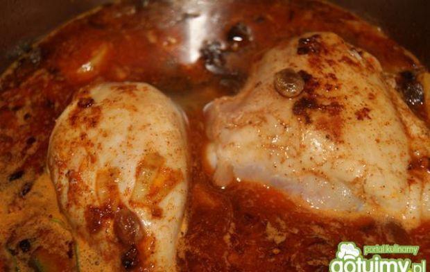Kurczak z bakaliami na ostro