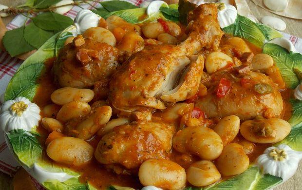 Kurczak z fasolą jaś i papryką