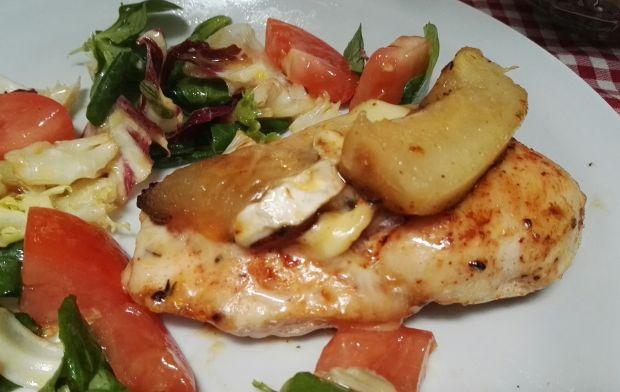 Kurczak z karmelizowaną gruszką i serem camembert