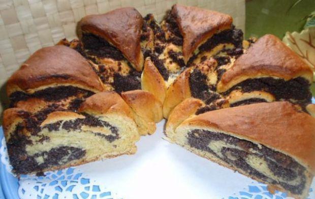 Makowiec w kształcie tortu