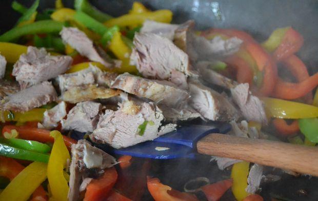 Miętowa jagnięcina z papryką i ryżem