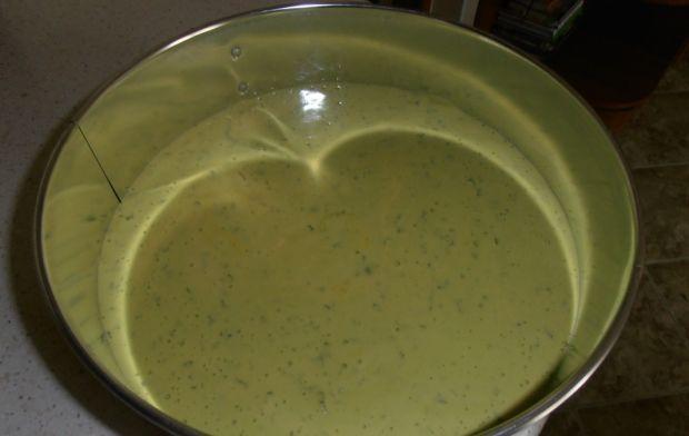 Miętowo-truskawkowy sernik na zielonej łące
