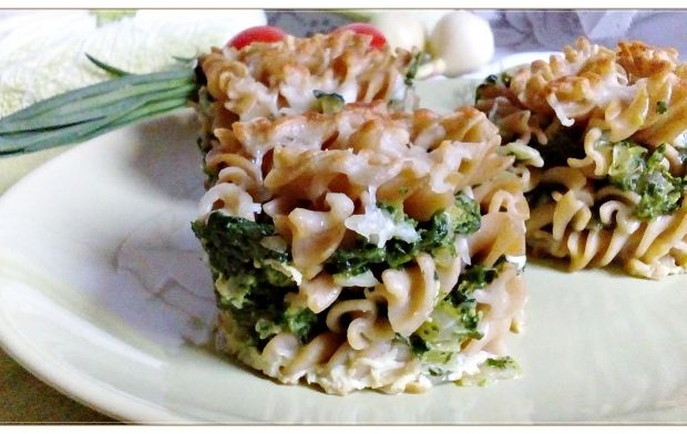 Mini zapiekanki makaronowe na zielono