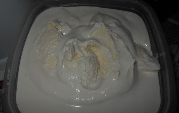 Miodowe lody mleczno-śmietankowe