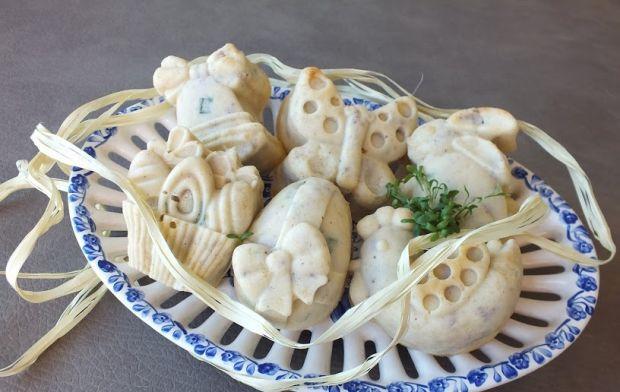 Muffinki wielkanocne z kiełbasą i szczypiorkiem