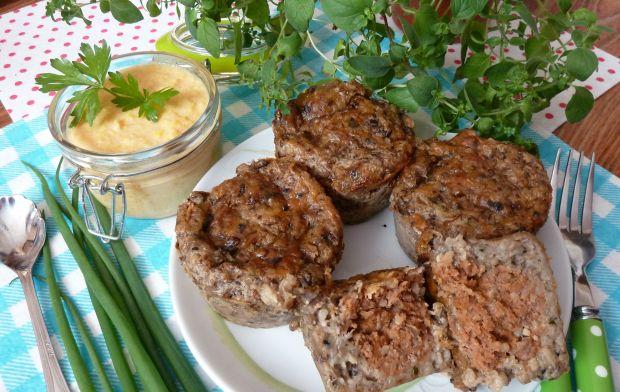 Muffiny jęczmienne z wołowym klopskiem i sosem