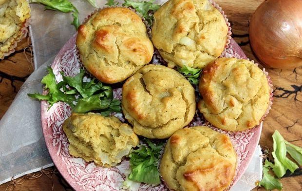 Muffiny kukurydziano-sojowe z cebulą i olejem poro