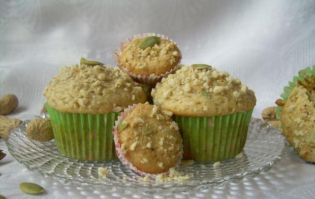 Muffiny z masłem orzechowym, orzeszkami i pestkami