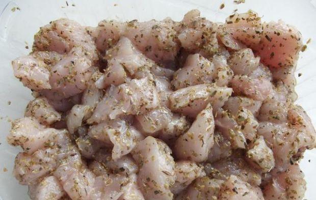 Multikolorowe szaszłyki z kurczakiem