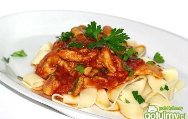 Pappardelle z sosem pomidorowym