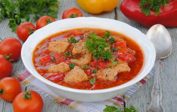 Paprykowa zupa gulaszowa