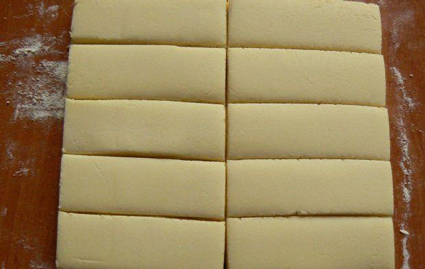 Pełne mleka batoniki oblane mleczną czekoladą