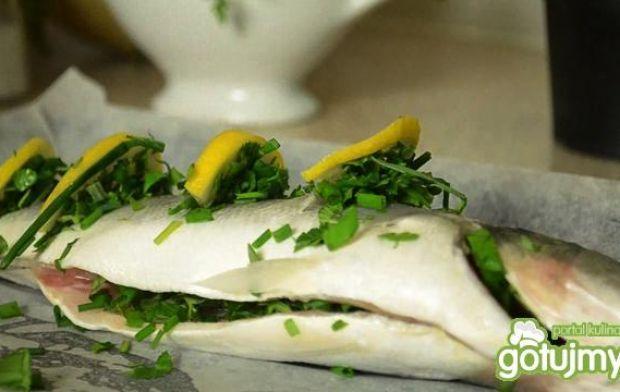 Pieczona rybka i Salsa Verde