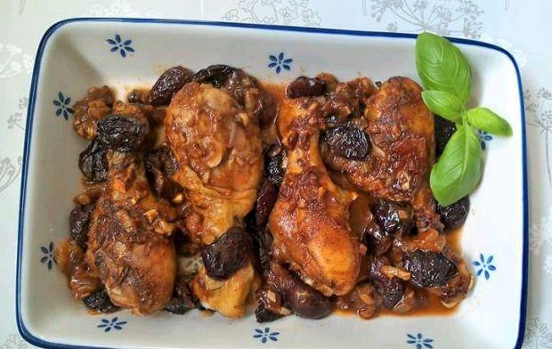 Pieczone pałki kurczaka z wiśniami