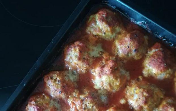 Pieczone pulpeciki z cukinią w sosie pomidorowym