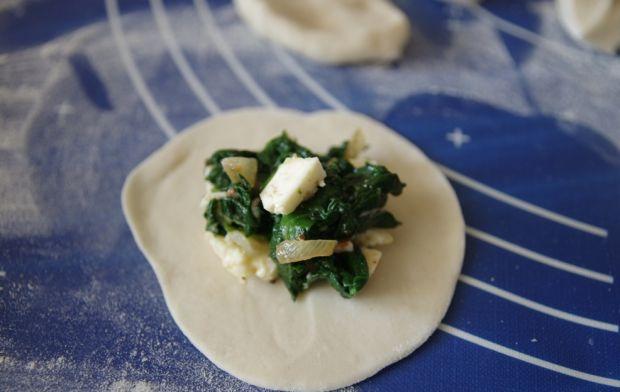 Pierogi ze szpinakiem i serem korycińskim