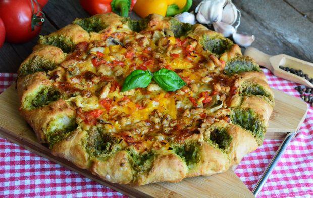 Pizza z bazyliową koroną