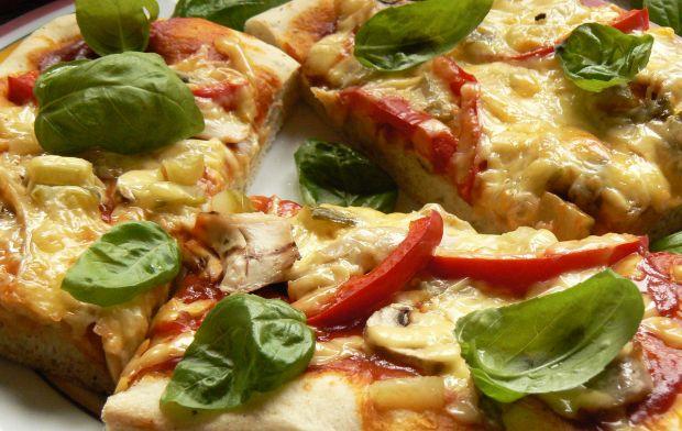Pizza z pieczonym kurczakiem