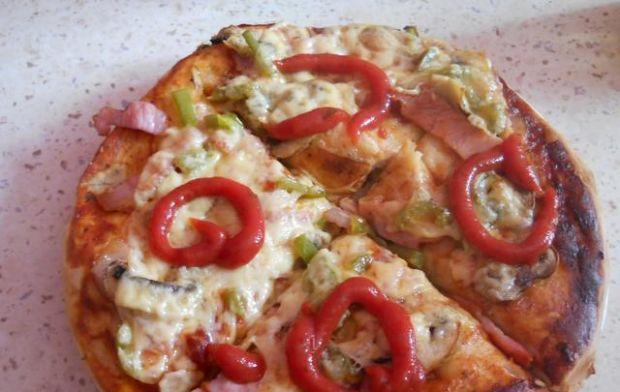 Pizza z sosem Barbecue+  dodatki