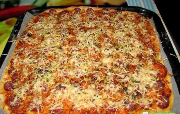 Pizza z wiejską kiełbasą