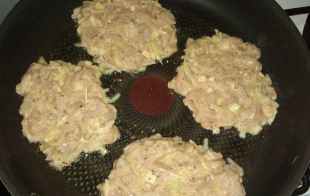 Placuszki makaronowe z kurczakiem