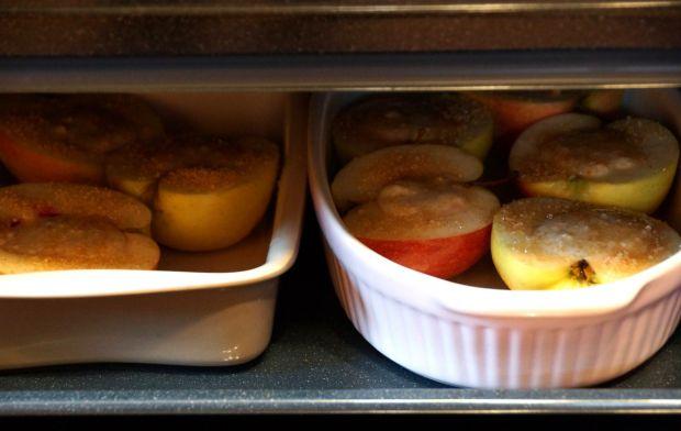 Pomarańczowo-jogurtowe jabłka z miodem i otrębami