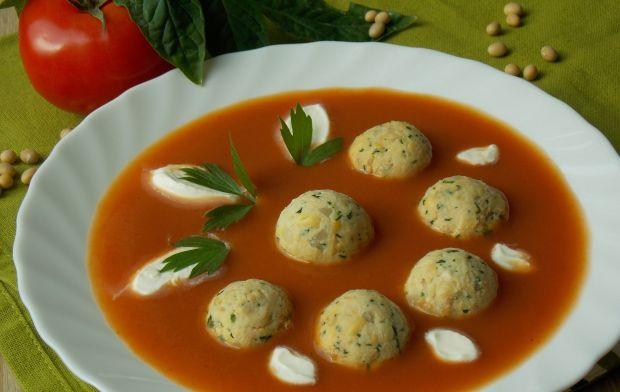 Pomidorowy krem z sojowymi klopsikami