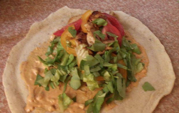 Prowansalska tortilla z kurczakiem i warzywami