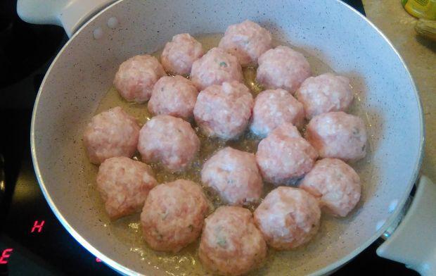 Pulpeciki z pachnącym tymiankiem sosem wiśniowym
