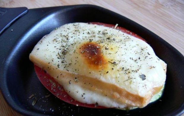 Raclette z pomidorem i cukinią