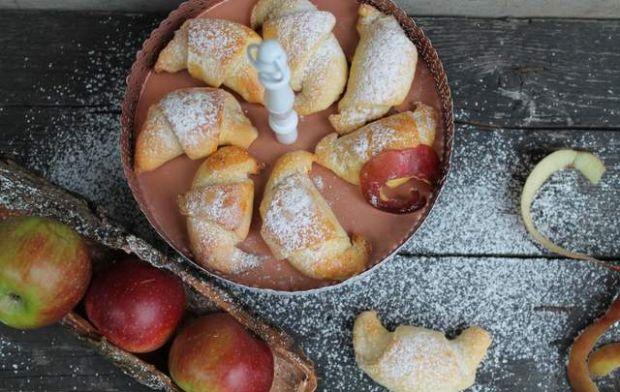 Rogaliki kruchodrożdżowe z jabłkami