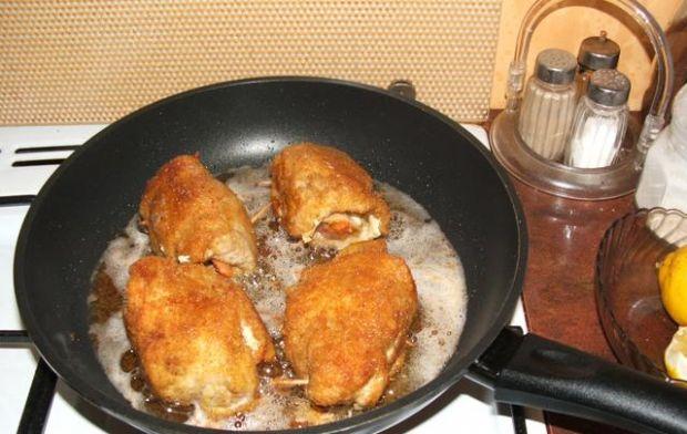 Roladki z kurczaka z jajkiem i szynką