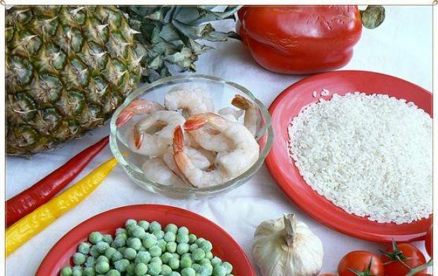 Ryż curry z egzotycznymi szaszłykami