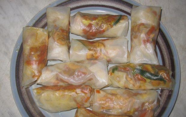 Sajgonki z kurczakiem , mango i khaki