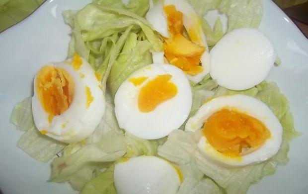 Sałatka z jajkiem i pesto
