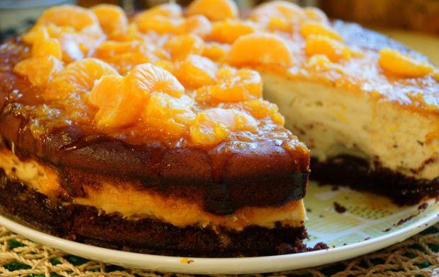 Sernik chałwowo-pomarańczowy na orkiszowym cieście