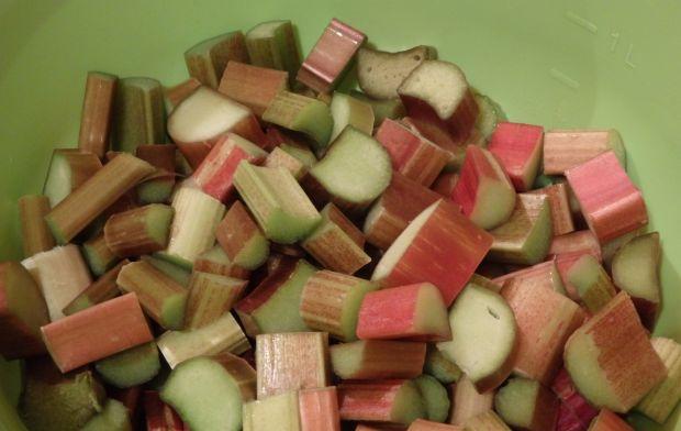 Sernik na zimno z musem truskawkowo-rabarbarowym