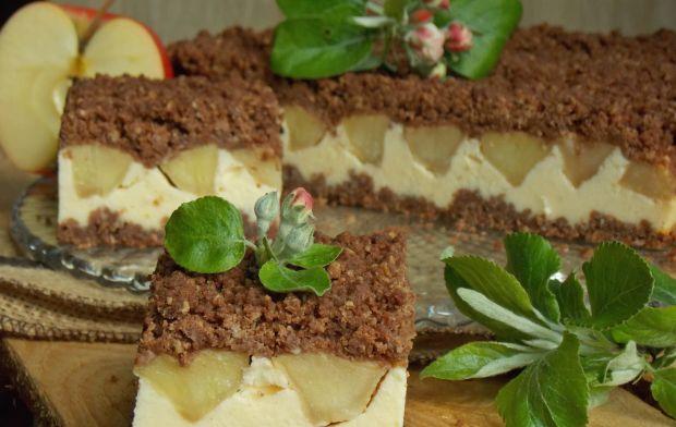 Sernik z jabłkami pod czekoladową kruszonką