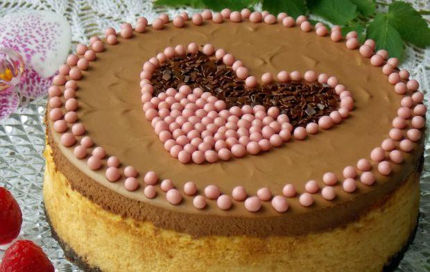 Sernik z malinami i musem czekoladowym