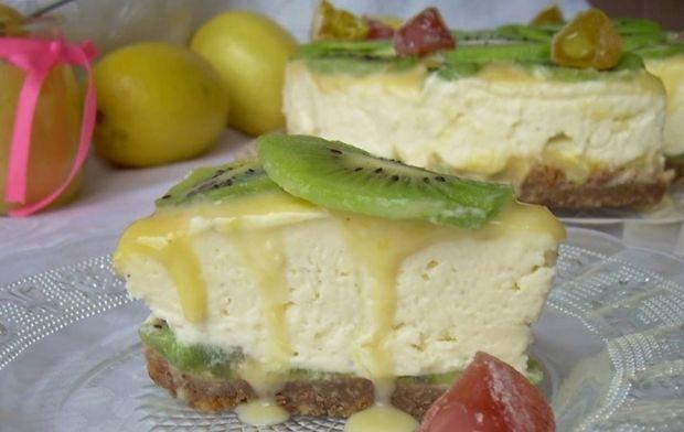 Sernik z mascarpone, lemon curd i białą czekoladą