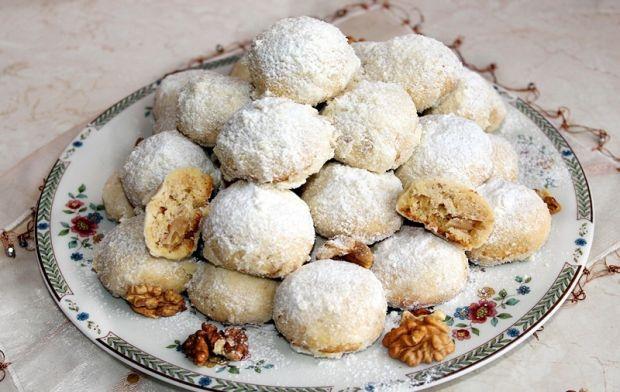 Śniegowe kule - zimowe ciasteczka mocno orzechowe